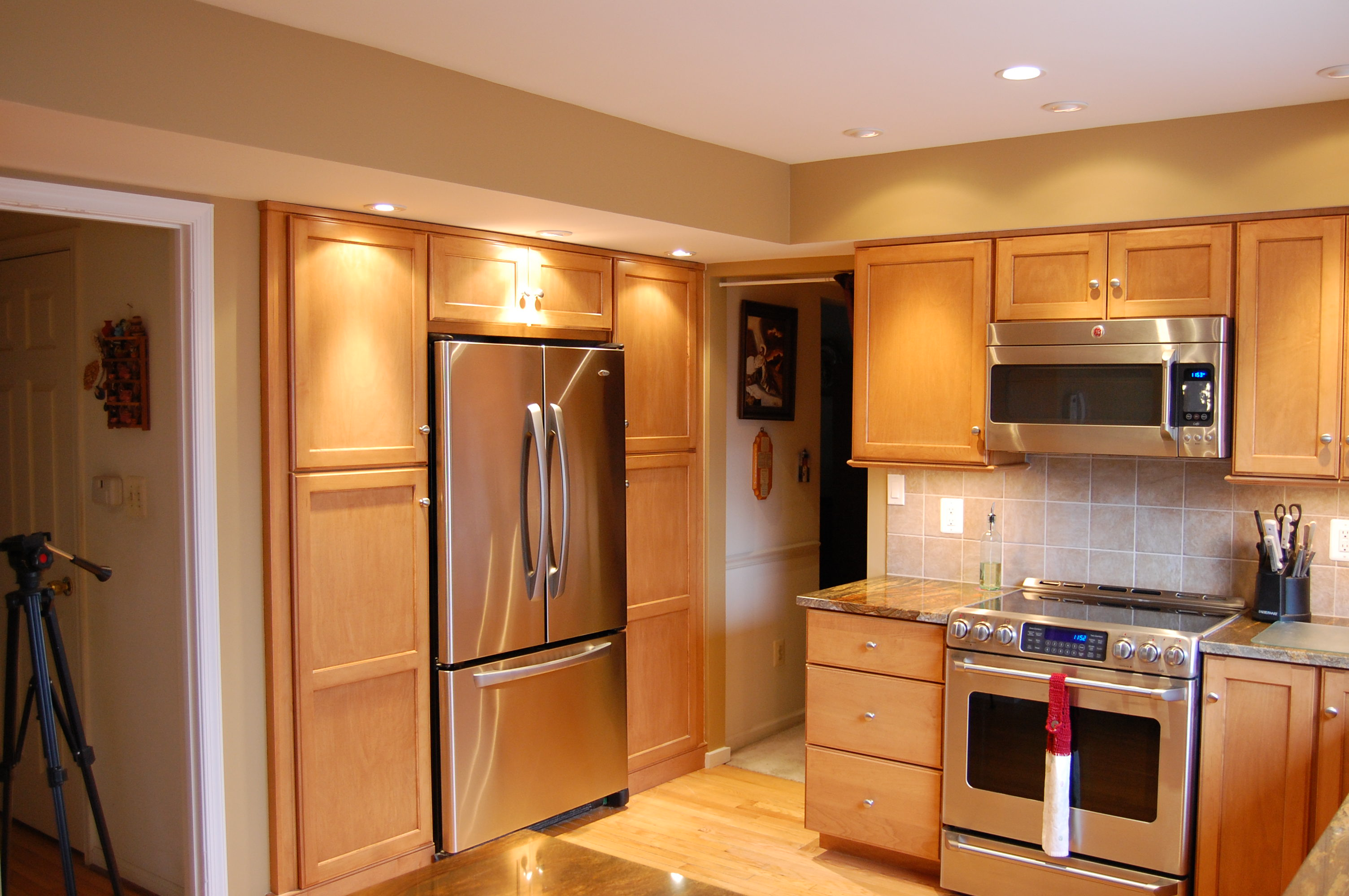 Red line cabinetry cabinetry hagerstown kitchens for Kitchen cabinet lines